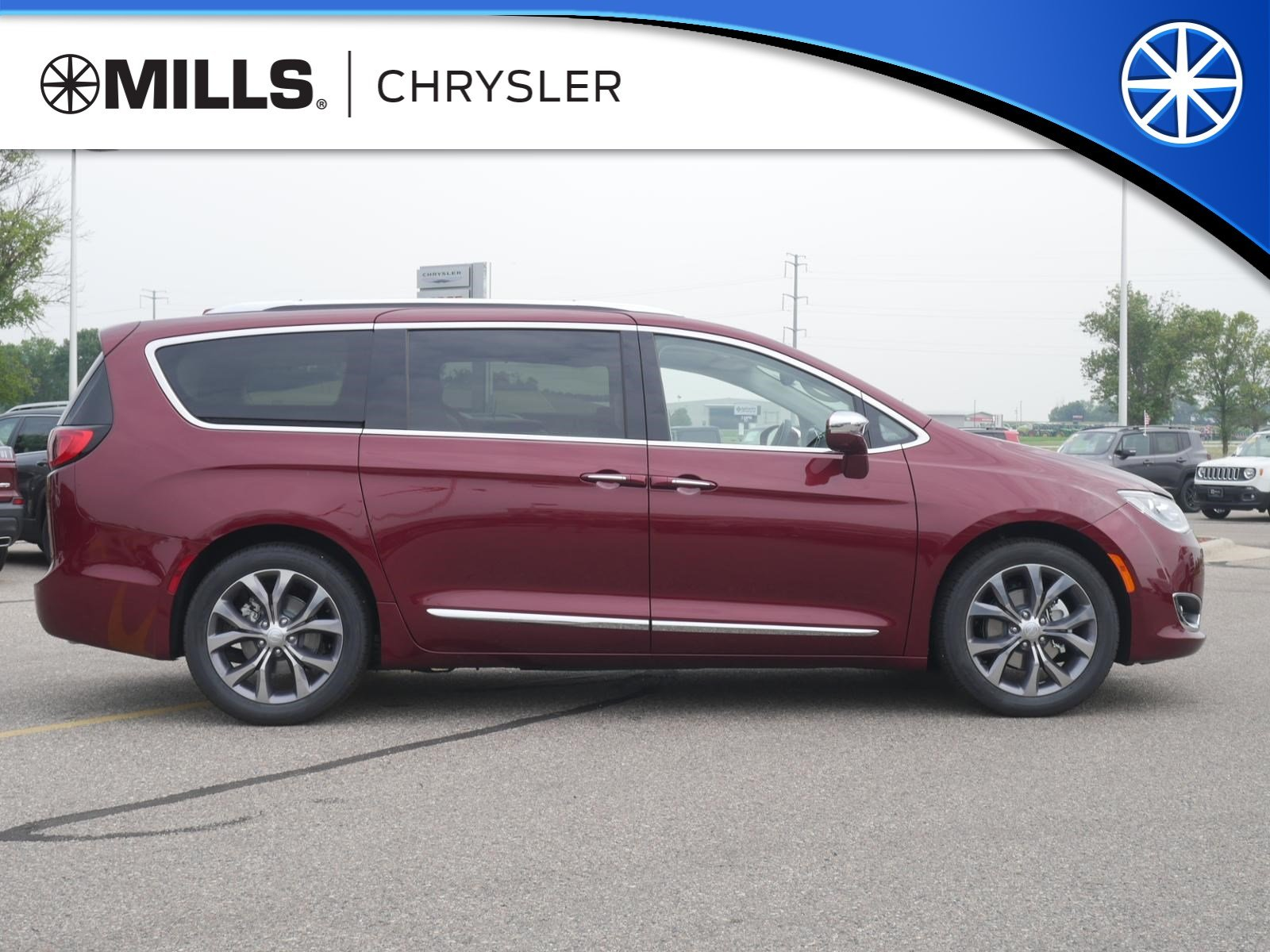 2018 Chrysler Pacifica LIMITED Passenger Van for sale in Willmar, MN