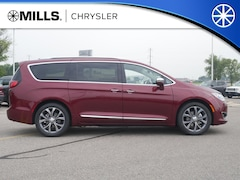 2018 Chrysler Pacifica LIMITED Passenger Van 2C4RC1GG7JR358050 for sale in Willmar, MN