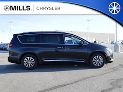 New 2019 Chrysler Pacifica TOURING L PLUS Passenger Van 2C4RC1EG5KR629353 for sale in Willmar, MN