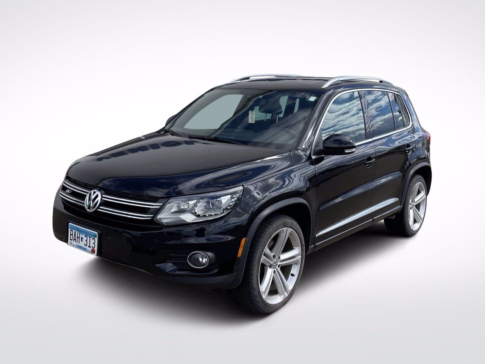 Used 2015 Volkswagen Tiguan R-Line with VIN WVGBV7AX3FW080894 for sale in Baxter, Minnesota