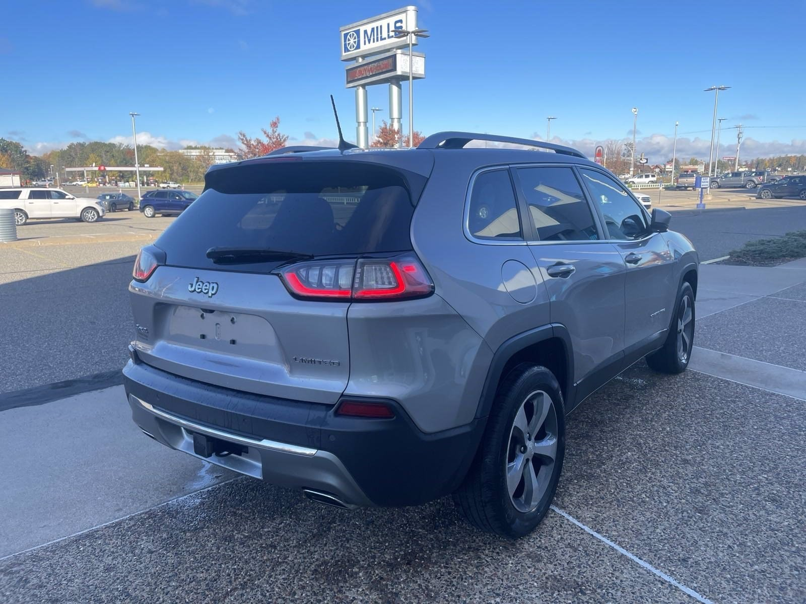 Used 2019 Jeep Cherokee Limited with VIN 1C4PJMDX8KD218337 for sale in Baxter, Minnesota