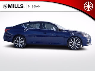 2020 Nissan Altima 2.5 SR Sedan in Brainerd