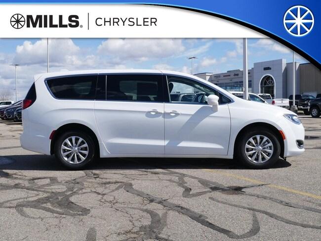 2019 Chrysler Pacifica Touring Plus FWD Van Passenger Van