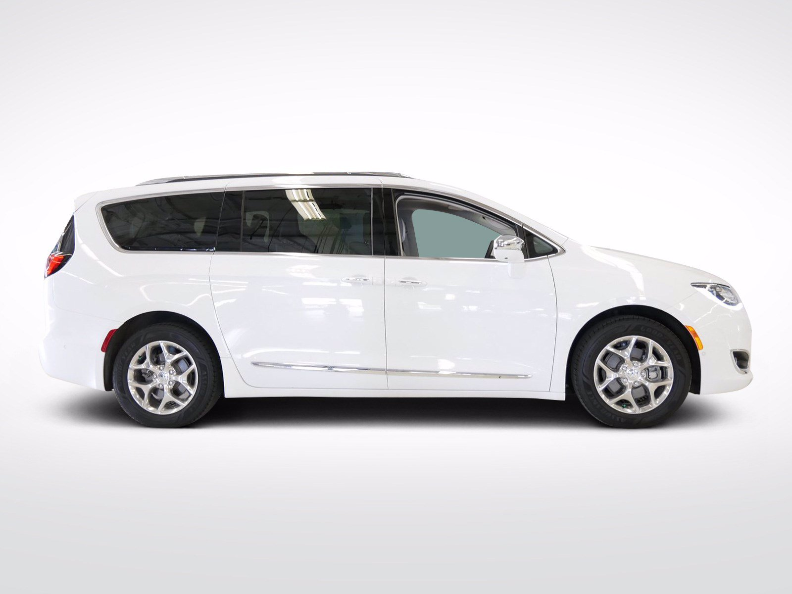 Used 2017 Chrysler Pacifica Limited with VIN 2C4RC1GG3HR531427 for sale in Willmar, Minnesota