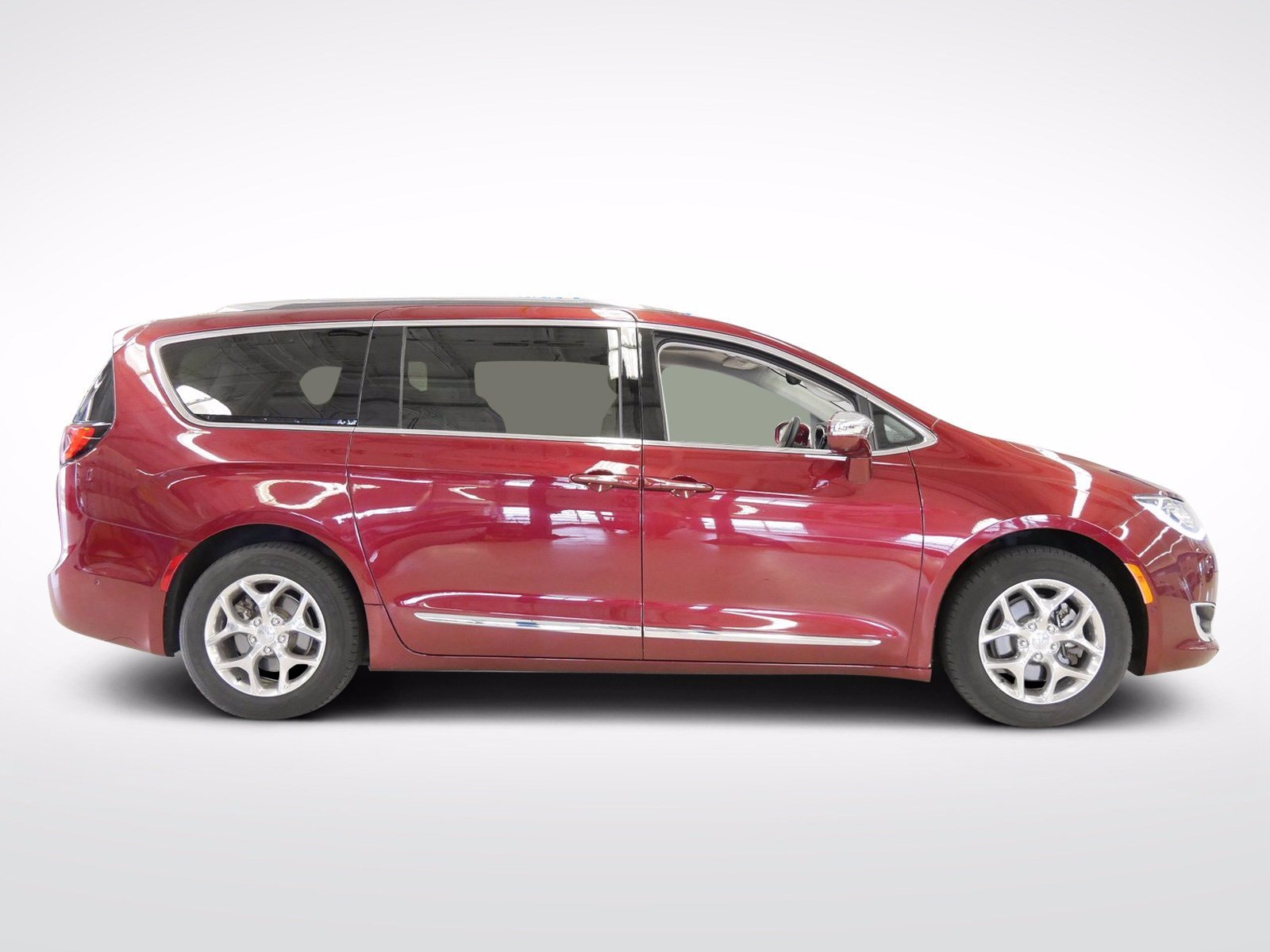 Used 2017 Chrysler Pacifica Limited with VIN 2C4RC1GG3HR517981 for sale in Willmar, Minnesota