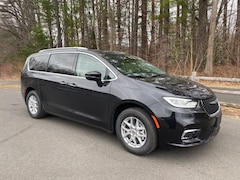 New 2021 Chrysler Pacifica TOURING L Passenger Van for sale in Simsbury, CT