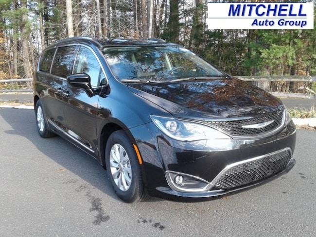 New 2018 Chrysler Pacifica TOURING L PLUS Passenger Van for Sale in Simsbury, CT