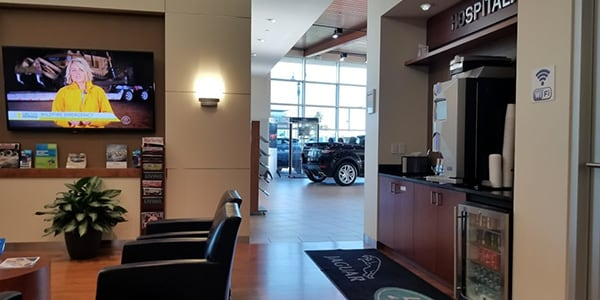 Land Rover St Louis Lounge