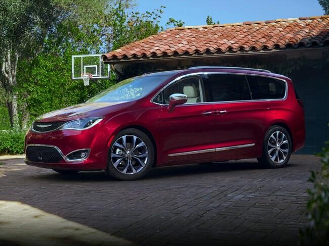 New 2018 Chrysler Pacifica LIMITED Passenger Van in Vallejo