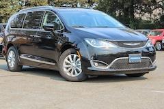New 2018 Chrysler Pacifica TOURING L Passenger Van in Vallejo, CA
