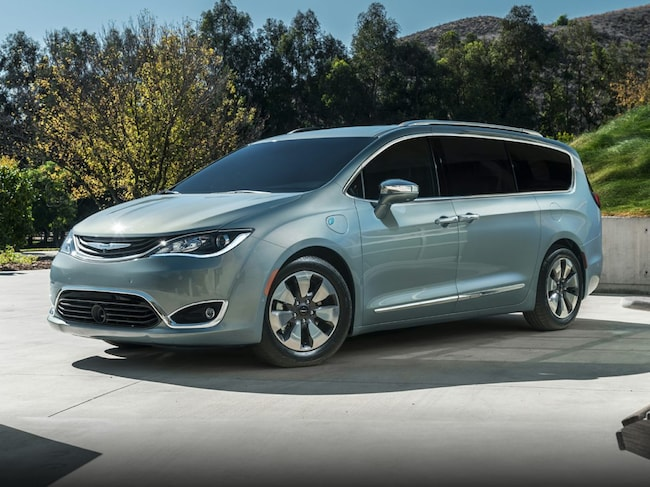 New 2018 Chrysler Pacifica Hybrid TOURING L Passenger Van in Vallejo