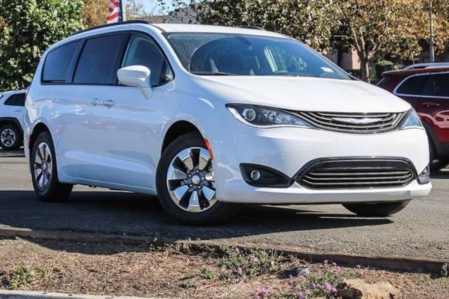 New 2018 Chrysler Pacifica Hybrid TOURING L Passenger Van in Vallejo