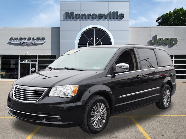 Certified Pre-owned 2016 Chrysler Town & Country Touring-L Van LWB Passenger Van for sale in Monroeville, PA