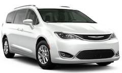 New Chrysler & Jeep 2020 Chrysler Pacifica TOURING L Passenger Van for Sale in Monroeville, PA