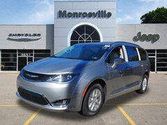 New Chrysler & Jeep 2020 Chrysler Pacifica TOURING L Passenger Van for Sale in Monroeville, PA