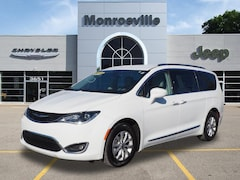 Used Chrylser & Jeep 2018 Chrysler Pacifica Touring L Van for Sale in Monroeville, PA