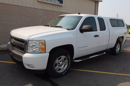 Featured used 2008 Chevrolet Silverado 1500 Truck Extended Cab 2GCEK19J681321428 for sale in Caro, MI