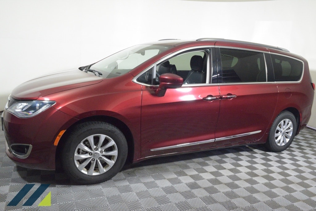 Used 2019 Chrysler Pacifica Touring L with VIN 2C4RC1BG7KR680681 for sale in Brooklyn Park, Minnesota