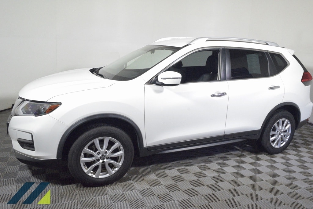 Used 2017 Nissan Rogue SV with VIN JN8AT2MV3HW028241 for sale in Brooklyn Park, Minnesota
