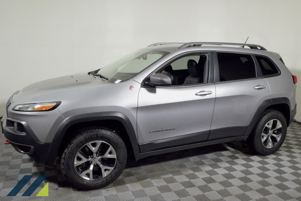Used 2015 Jeep Cherokee Trailhawk with VIN 1C4PJMBS8FW654347 for sale in Brooklyn Park, Minnesota