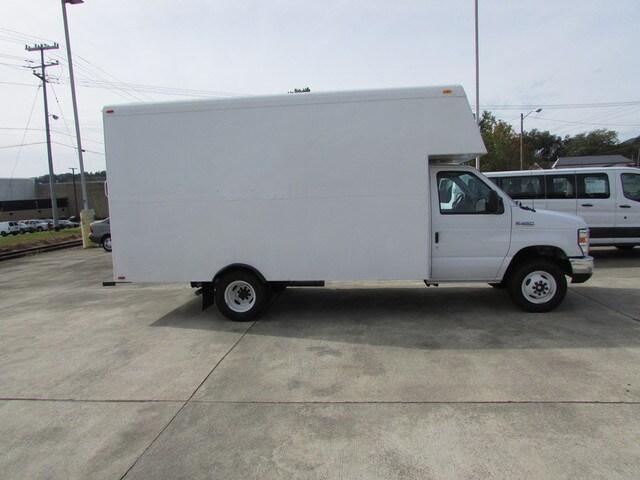 2017 Ford E-450 E-Series Cutaway DRW Truck