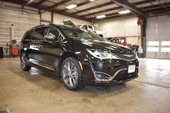 2018 Chrysler Pacifica LIMITED Passenger Van 2C4RC1GG7JR108212