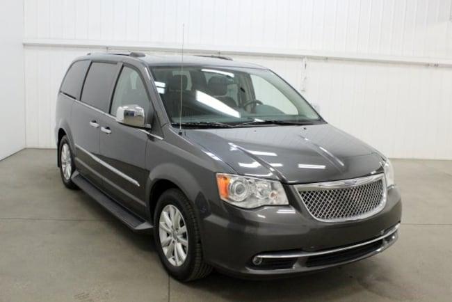 2016 Chrysler Town & Country Limited Minivan/Van