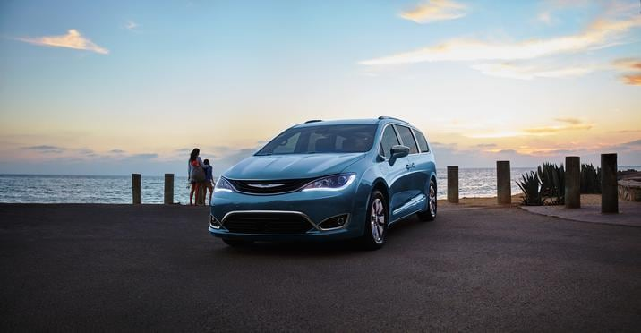 2017 Chrysler Pacifica Hybrid Front Exterior