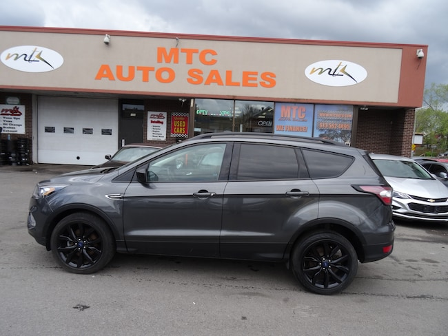 2017 Ford Escape SE  LOW MILEAGE,NAVIGATION , BACK UP CAM , AWD SUV