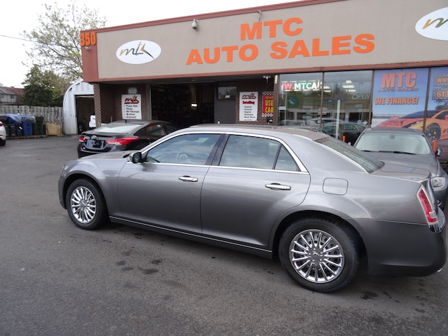 2011 Chrysler 300C NAVIGATION , BACK UP CAM , LEATHER  Sedan