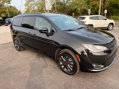 New 2020 Chrysler Pacifica AWD LAUNCH EDITION Passenger Van 2C4RC3BG1LR268043 20349 near Cutchogue NY