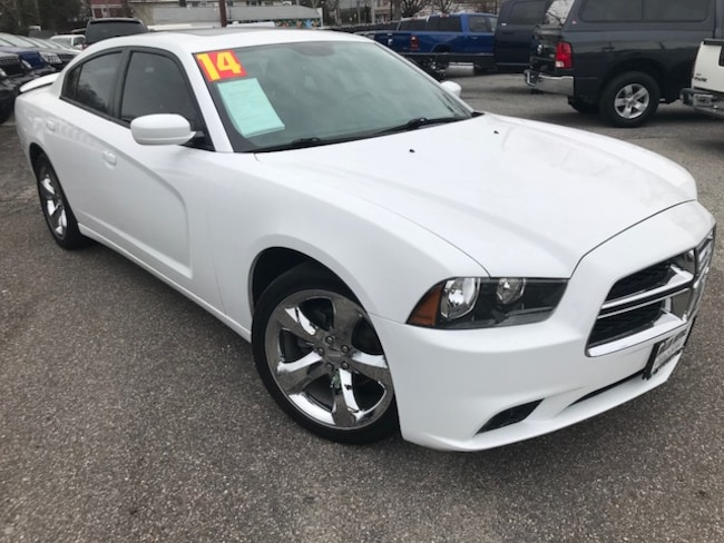 Used 2014 Dodge Charger SXT Sedan For sale in Southold, NY