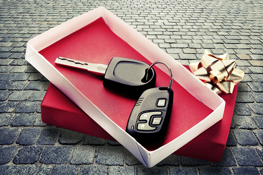 How to successfully give someone a car for Christmas <br>(without them suspecting a thing)