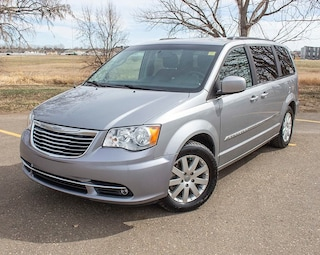 2015 Chrysler Town & Country Touring *7 Pass *DVD *Backup Cam Minivan