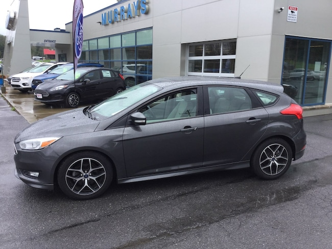 2015 Ford Focus SE Front-Wheel Drive with Limited-Slip Differential 4