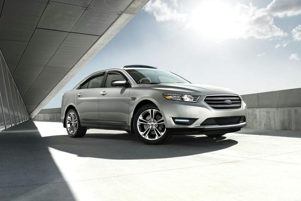 Ford Taurus SEL with 18-inch Painted aluminum wheels