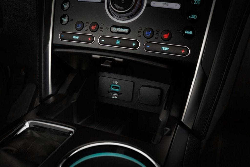 Ford Explorer Media Hub with Smart Charge USB