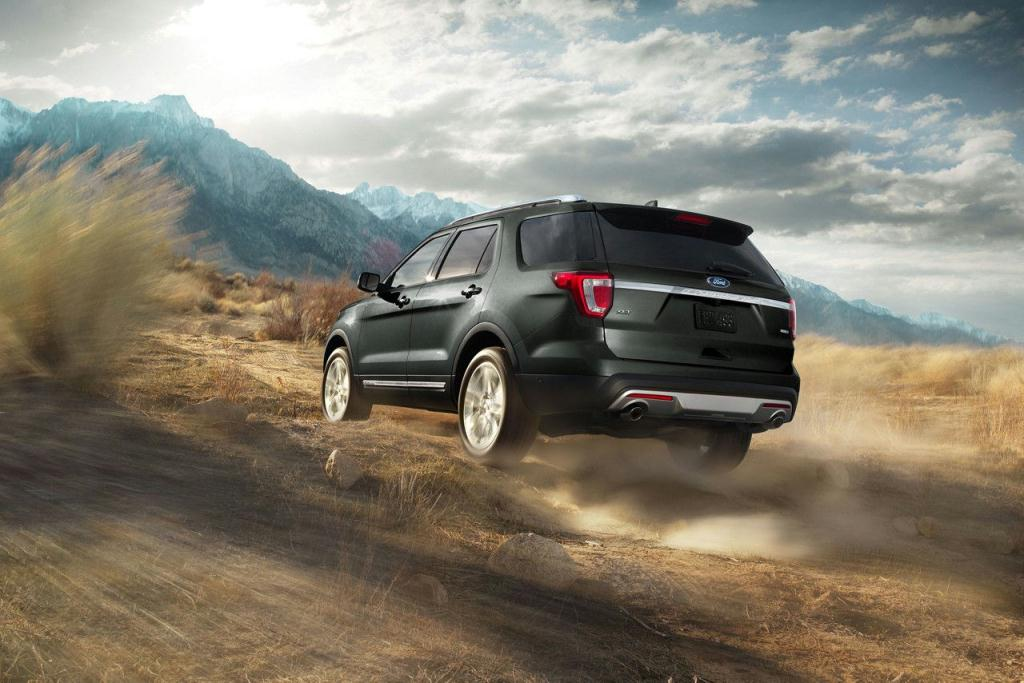 Ford Explorer XLT in Shadow Black