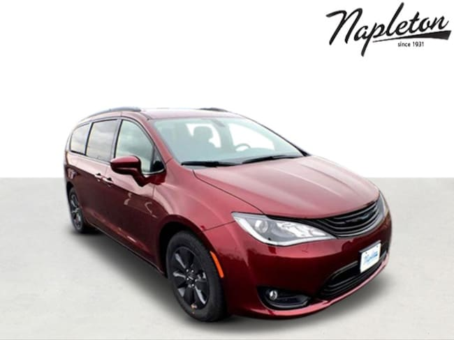 2019 Chrysler Pacifica Hybrid TOURING L Passenger Van in St. Peters MO