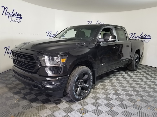 2019 Ram 1500 BIG HORN / LONE STAR CREW CAB 4X4 5'7 BOX Crew Cab in Lake Park, FL