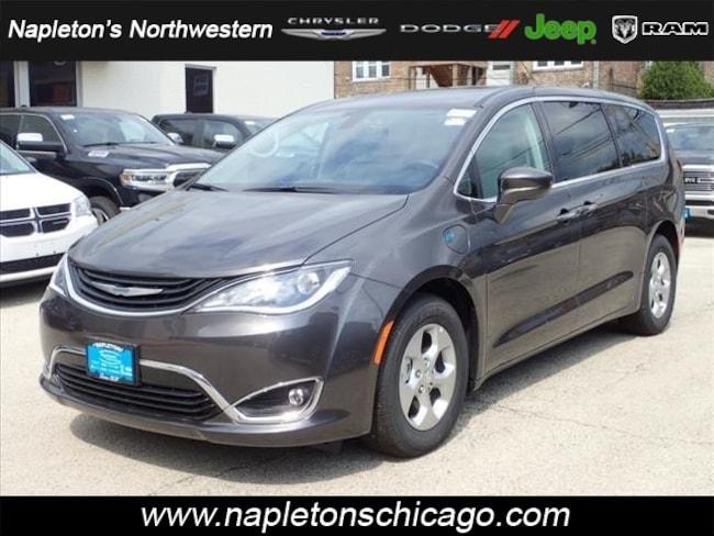 2018 Chrysler Pacifica Hybrid TOURING PLUS Passenger Van Chicago