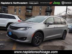 New 2019 Chrysler Pacifica TOURING L Passenger Van for sale in Chicago