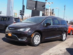 2018 Chrysler Pacifica Touring L Van for sale in Chicago