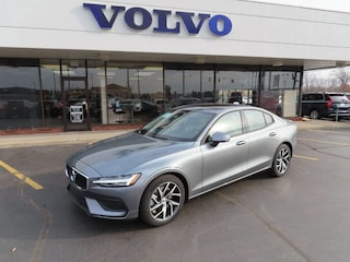 New 2019 Volvo S60 T6 Momentum Sedan 7JRA22TK8KG001965 for Sale in Schererville, IN