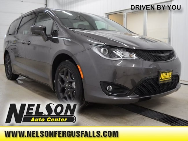 New 2019 Chrysler Pacifica TOURING L PLUS Passenger Van Fergus Falls
