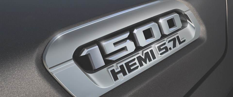 The logo on the hood of the Ram 1500 Hemi 5.7L