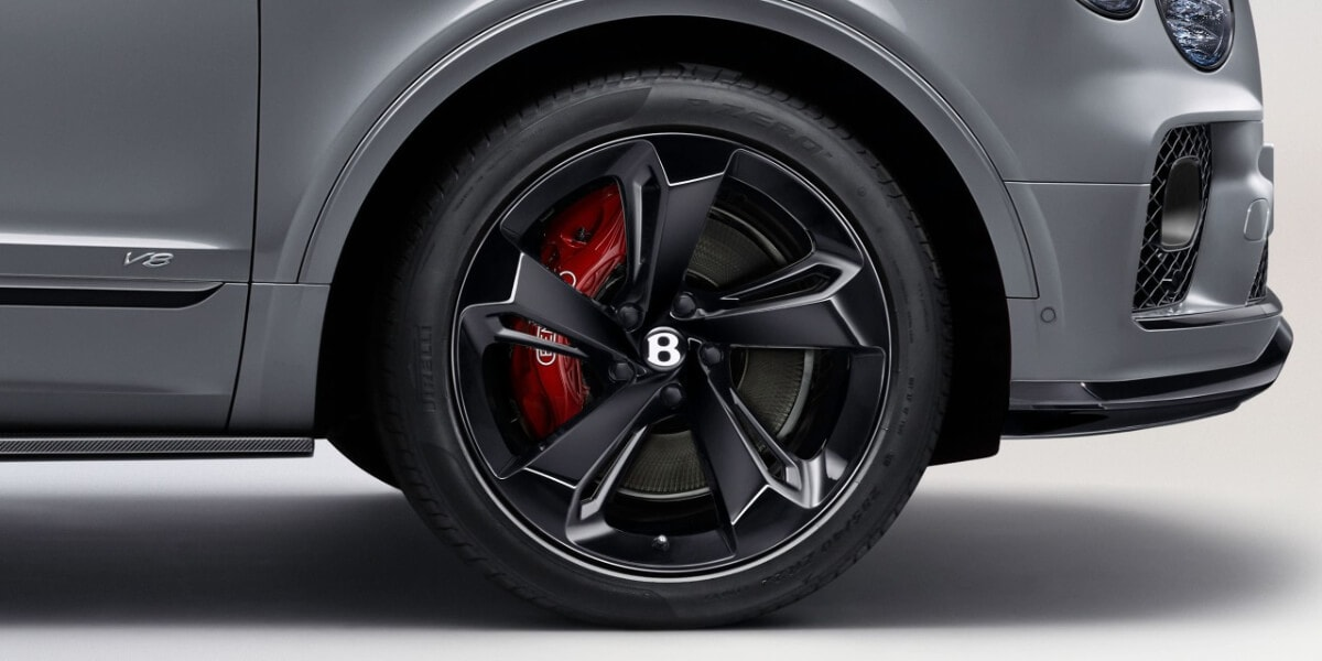 2021 Bentley Bentyaga red brake calipers