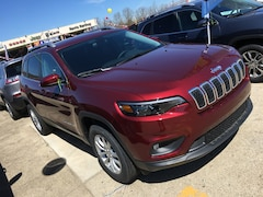 New 2019 Jeep Cherokee LATITUDE 4X4 Sport Utility for sale in Gallipolis, OH