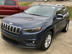 New 2019 Jeep Cherokee LATITUDE FWD Sport Utility for sale in Gallipolis, OH
