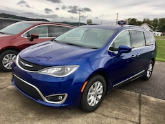 New 2019 Chrysler Pacifica TOURING L Passenger Van for sale in Gallipolis, OH